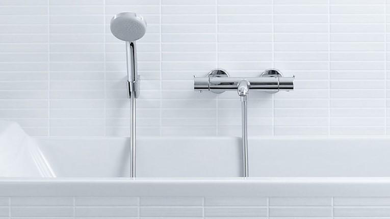 Maak je bad compleet: Met of zonder handdouche en doucheslang.